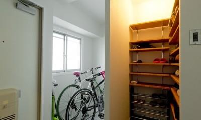 憧れのガレージハウスをリノベーションで叶える (玄関)