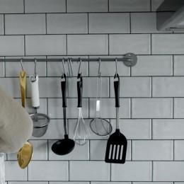 憧れのガレージハウスをリノベーションで叶える (キッチン)