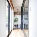 全長5mの造作ソファでのんびりダイニングのお家の写真 縁側