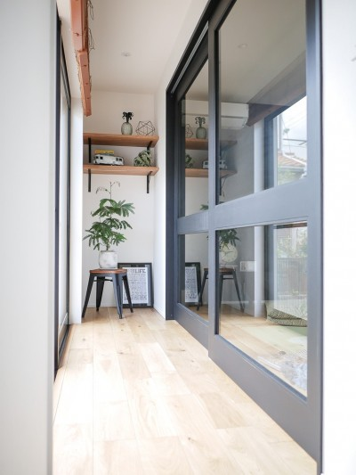 ガラス入り戸 (全長5mの造作ソファでのんびりダイニングのお家)