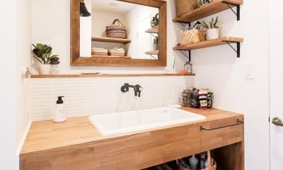 全長5mの造作ソファでのんびりダイニングのお家 (洗面台)