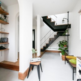 全長5mの造作ソファでのんびりダイニングのお家 (玄関)