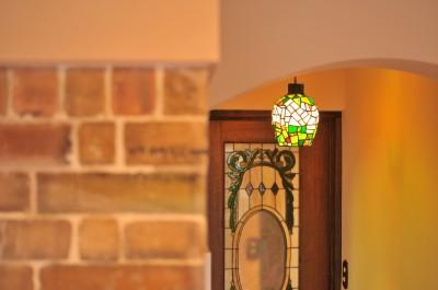 持ち込み照明 (丘の上のアンティーク家具に囲まれたクラシカルの家)