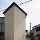 中庭のある無垢な珪藻土の家 – 共働き世帯の家事効率を練りに練ったプラン –の写真 外観 西から