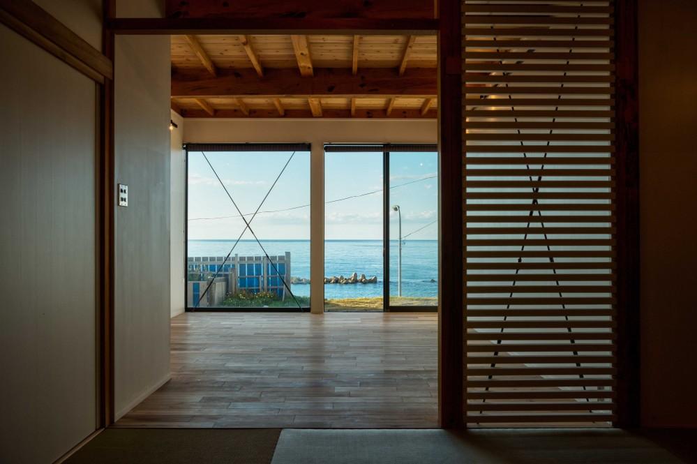 海の家 〜笹川流れ・海を望むリノベーション〜 (海を望む居間)