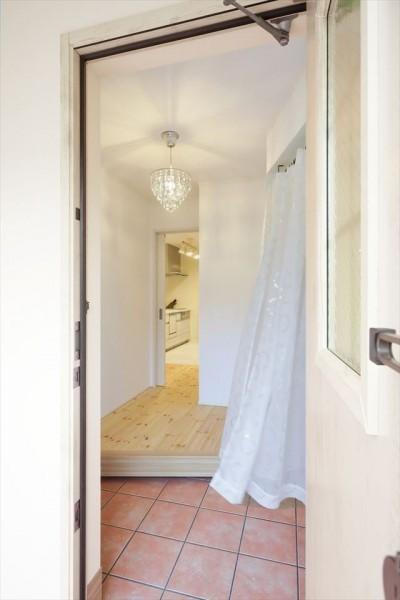 玄関 (キャットウォークと大型吹抜けのある家)