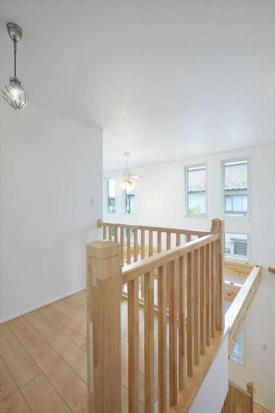 2階ホール (キャットウォークと大型吹抜けのある家)