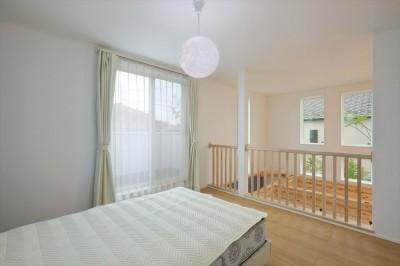 2階寝室 (キャットウォークと大型吹抜けのある家)