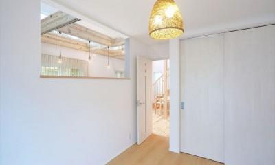 1階洋室|キャットウォークと大型吹抜けのある家