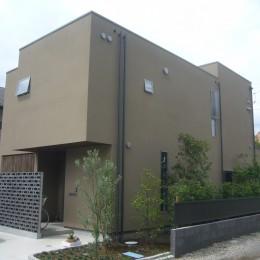三つの陸屋根を持つコートハウス (外観)