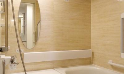 キャットウォークのあるリビング (バスルーム)