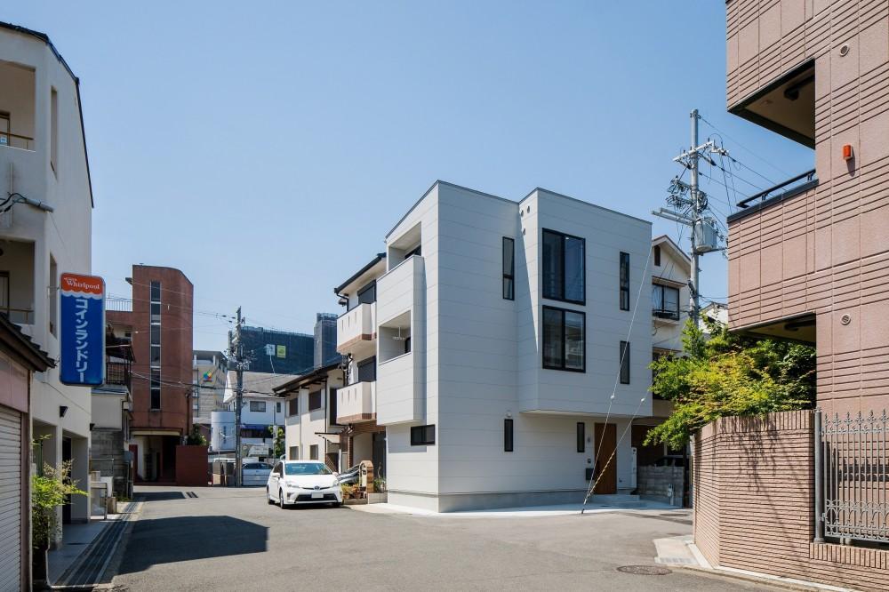 長岡京市の家(15坪の狭小地に建つ狭さを感じさせない3階建て住宅) (シンプルな外観)