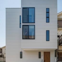 長岡京市の家(15坪の狭小地に建つ狭さを感じさせない3階建て住宅)