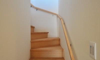湘南を一望できる理想的な生活を送る家 (階段)