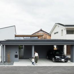 上笠の家(インナーガレージでプライベート空間を作りつつも開放的なリビングのある家) (インナーガレージのある家)