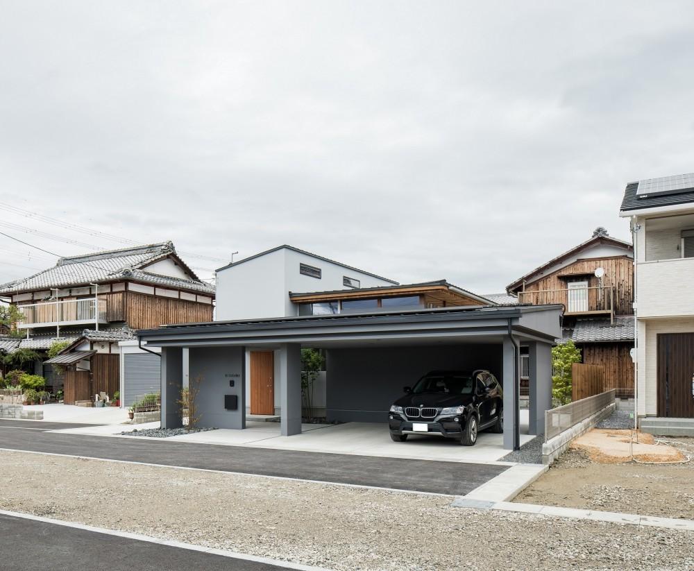 上笠の家(インナーガレージでプライベート空間を作りつつも開放的なリビングのある家) (ビルトインガレージのある家)