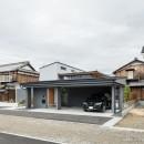 上笠の家(インナーガレージでプライベート空間を作りつつも開放的なリビングのある家)の写真 ビルトインガレージのある家