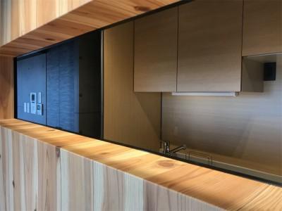 木目を楽しむ家 (キッチン)