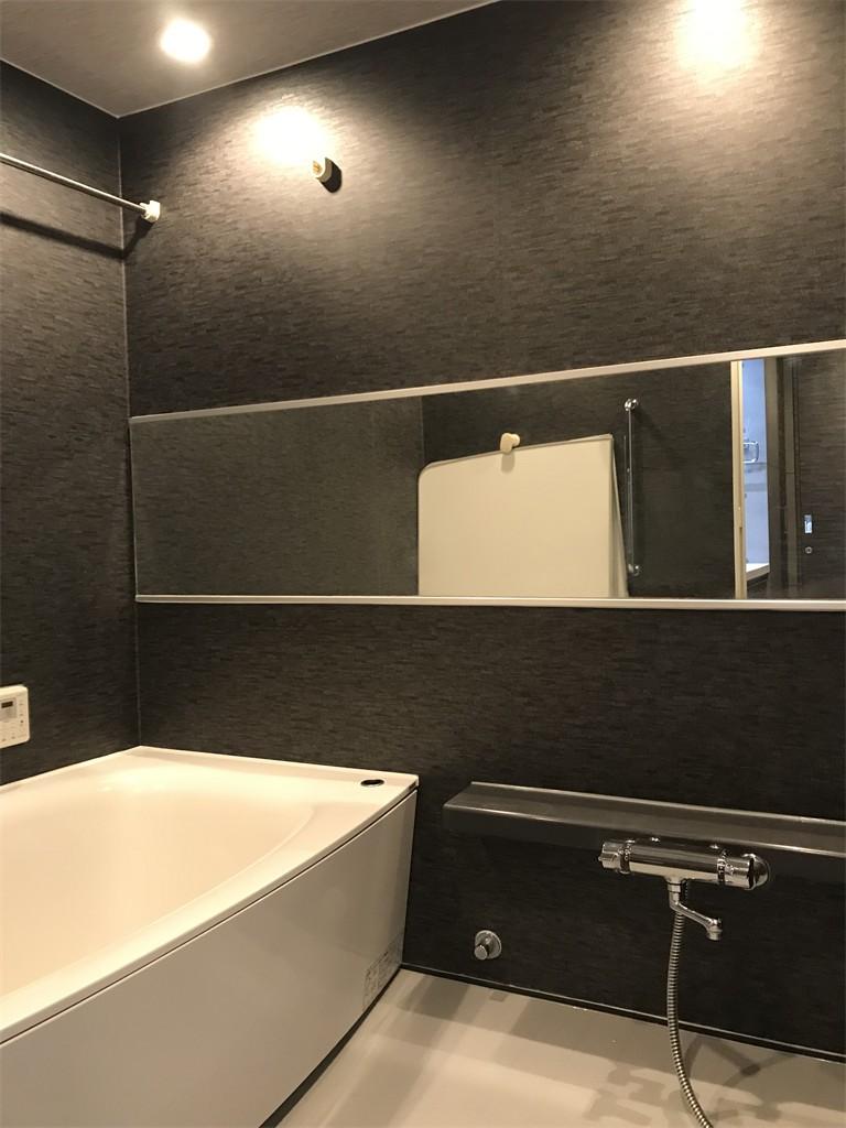 木目を楽しむ家 (浴室)