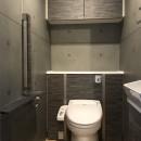 木目を楽しむ家の写真 トイレ