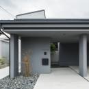 上笠の家(インナーガレージでプライベート空間を作りつつも開放的なリビングのある家)の写真 玄関アプローチ