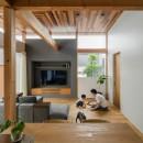 上笠の家(インナーガレージでプライベート空間を作りつつも開放的なリビングのある家)の写真 開放感のあるリビング