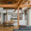 上笠の家(インナーガレージでプライベート空間を作りつつも開放的なリビングのある家)の写真 キャットウォークのあるリビング