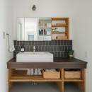 上笠の家(インナーガレージでプライベート空間を作りつつも開放的なリビングのある家)の写真 造作洗面化粧台