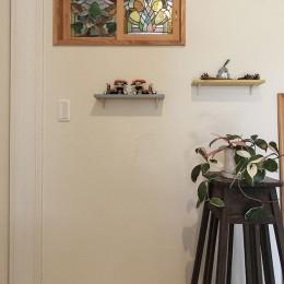 自然と優しい素材に囲まれたニュートラルな暮らし (調湿効果のある漆喰塗り壁)