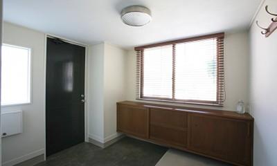 O邸 (シンプルで洗練された玄関)