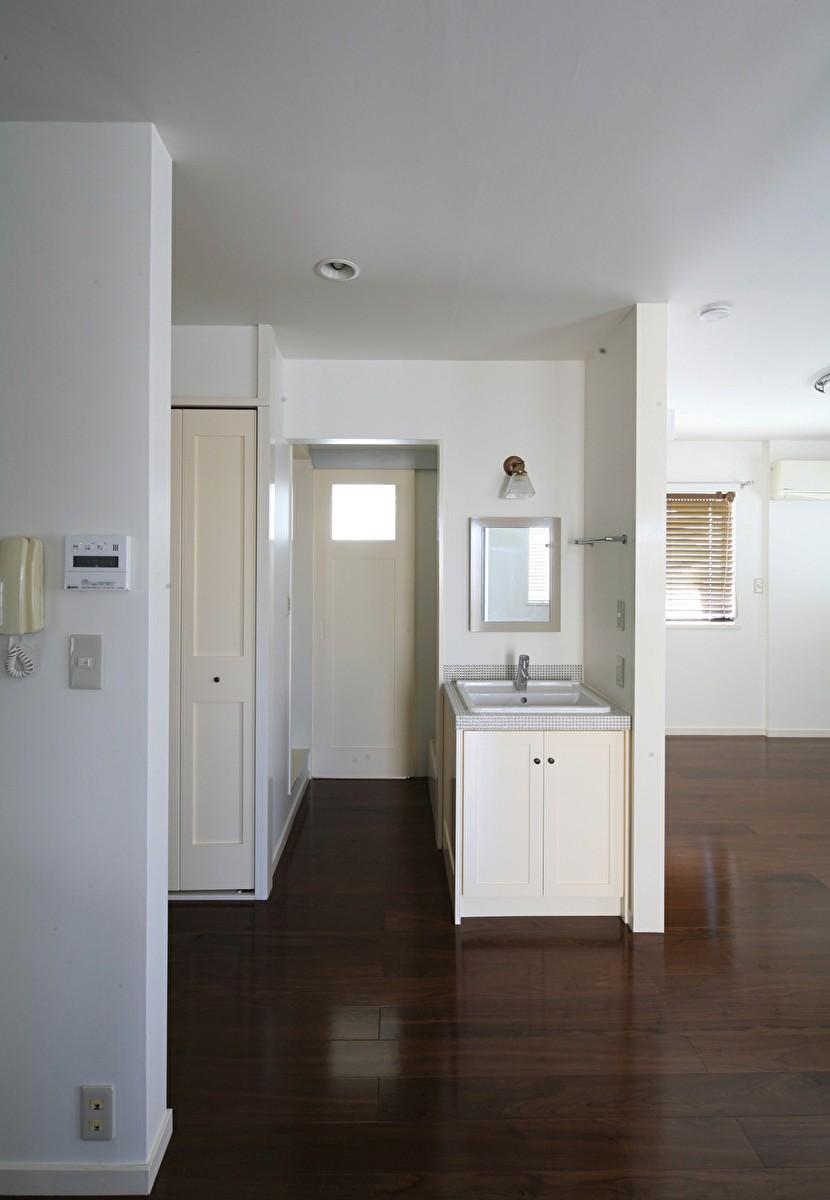 Y邸 (タイル貼りの可愛い洗面)
