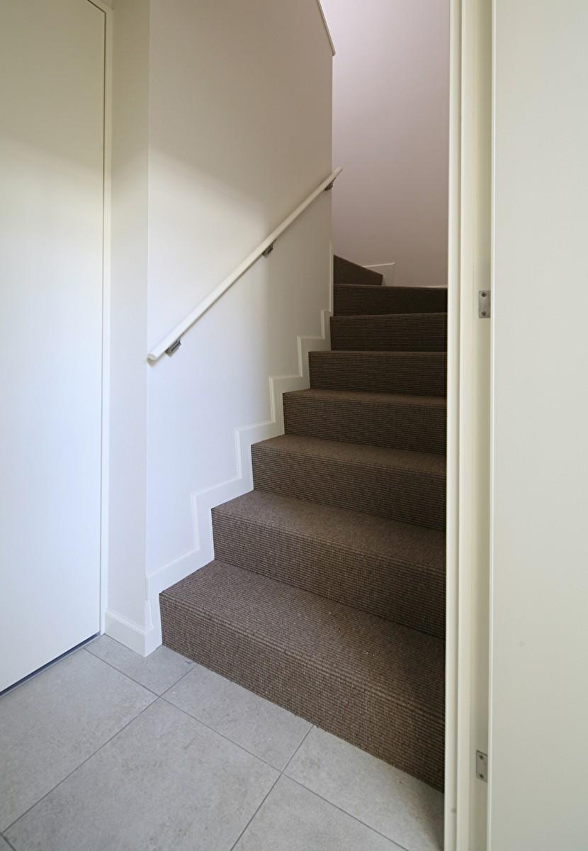 Y邸 (サイザル麻の階段)