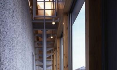 ビアンコネロ 英語教室を兼ねる子供と外を楽しむ家 (階段、すべり棒)