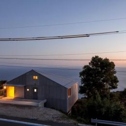 宇和海ウエアハウス 車椅子対応の海を望むインダストリアルな家 (海を臨む)
