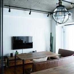 小上がりのベッドルームで光を取り入れるユニークなお部屋