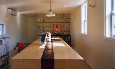二つの木箱 2世帯とアトリエをつなぐ巨大なデッキ (アトリエ)