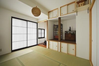 竪繁障子(たてしげしょうじ)をオリジナルでデザインした書院造の和室 (受け継いだ生家を次の世代に繋ぐ)