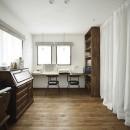 受け継いだ生家を次の世代に繋ぐの写真 大容量の収納スペースも確保したフレンチテーストの家事室