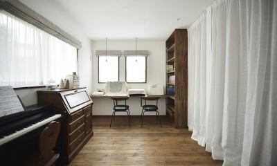 受け継いだ生家を次の世代に繋ぐ (大容量の収納スペースも確保したフレンチテーストの家事室)