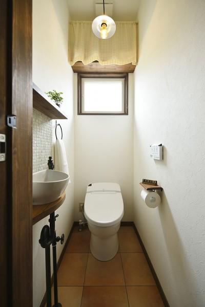ヨーロピアンカントリー 大人可愛いトイレ (受け継いだ生家を次の世代に繋ぐ)