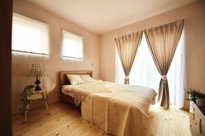 女性らしいエレガントな寝室 (新築のようなフルリフォームで新生活スタート)