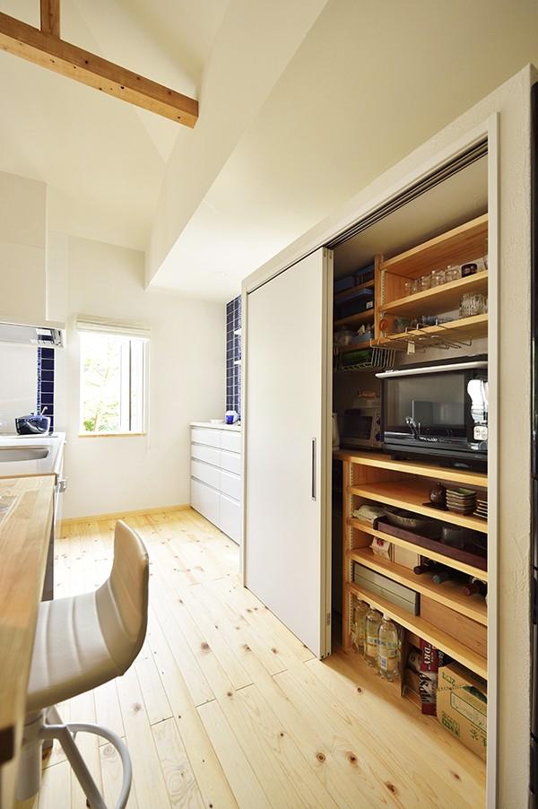 キッチン事例:こだわりは「見せない収納」(新築のようなフルリフォームで新生活スタート)