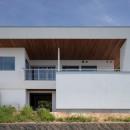 N12-house「回遊テラスのあるガレージハウス」の写真 建物南面