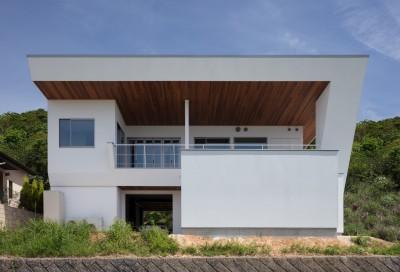 建物南面 (N12-house「回遊テラスのあるガレージハウス」)