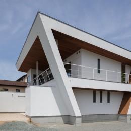 N12-house「回遊テラスのあるガレージハウス」 (南東面外観)