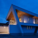 N12-house「回遊テラスのあるガレージハウス」の写真 南東面夕景