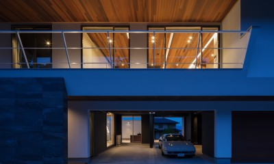 N12-house「回遊テラスのあるガレージハウス」 (北面夕景)