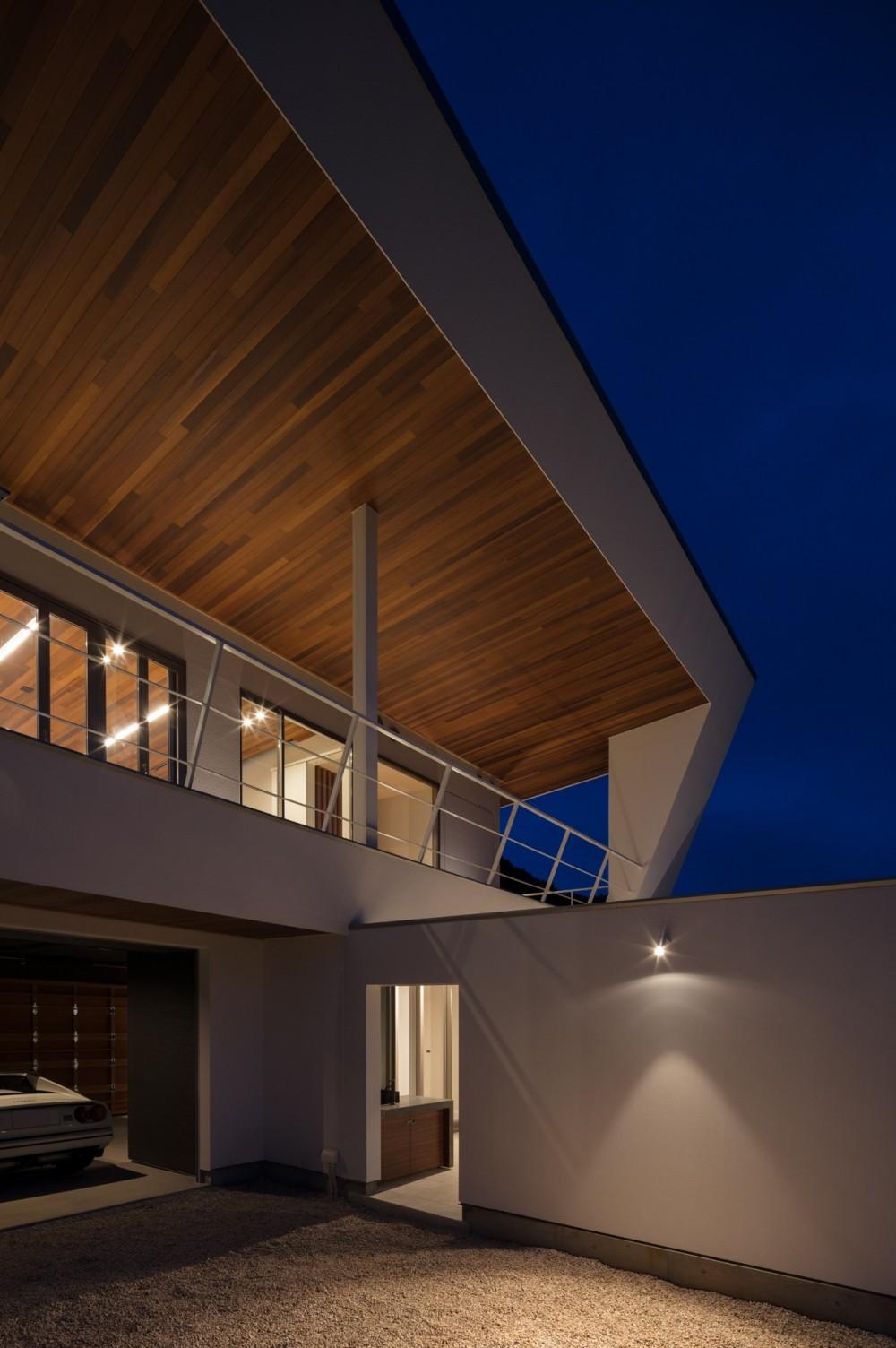 N12-house「回遊テラスのあるガレージハウス」 (南面夕景)