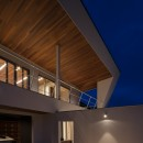 N12-house「回遊テラスのあるガレージハウス」の写真 南面夕景