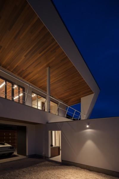 南面夕景 (N12-house「回遊テラスのあるガレージハウス」)